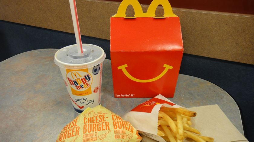 "McDonald's deixa de publicitar cheeseburger no ""happy meal"""