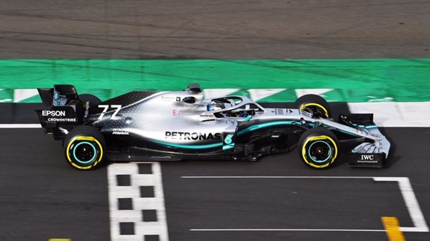 Fórmula 1. Mercedes e Red Bull já rolam