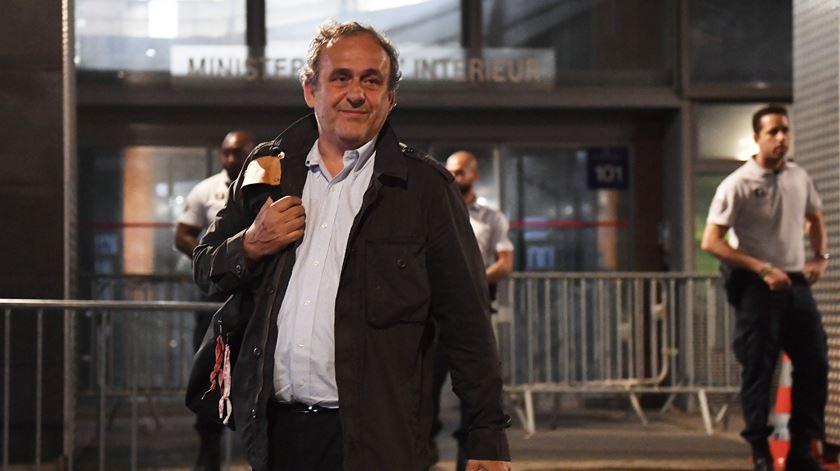 """Platini sai em liberdade depois de horas de interrogatório. """"Muito barulho para nada"""""""