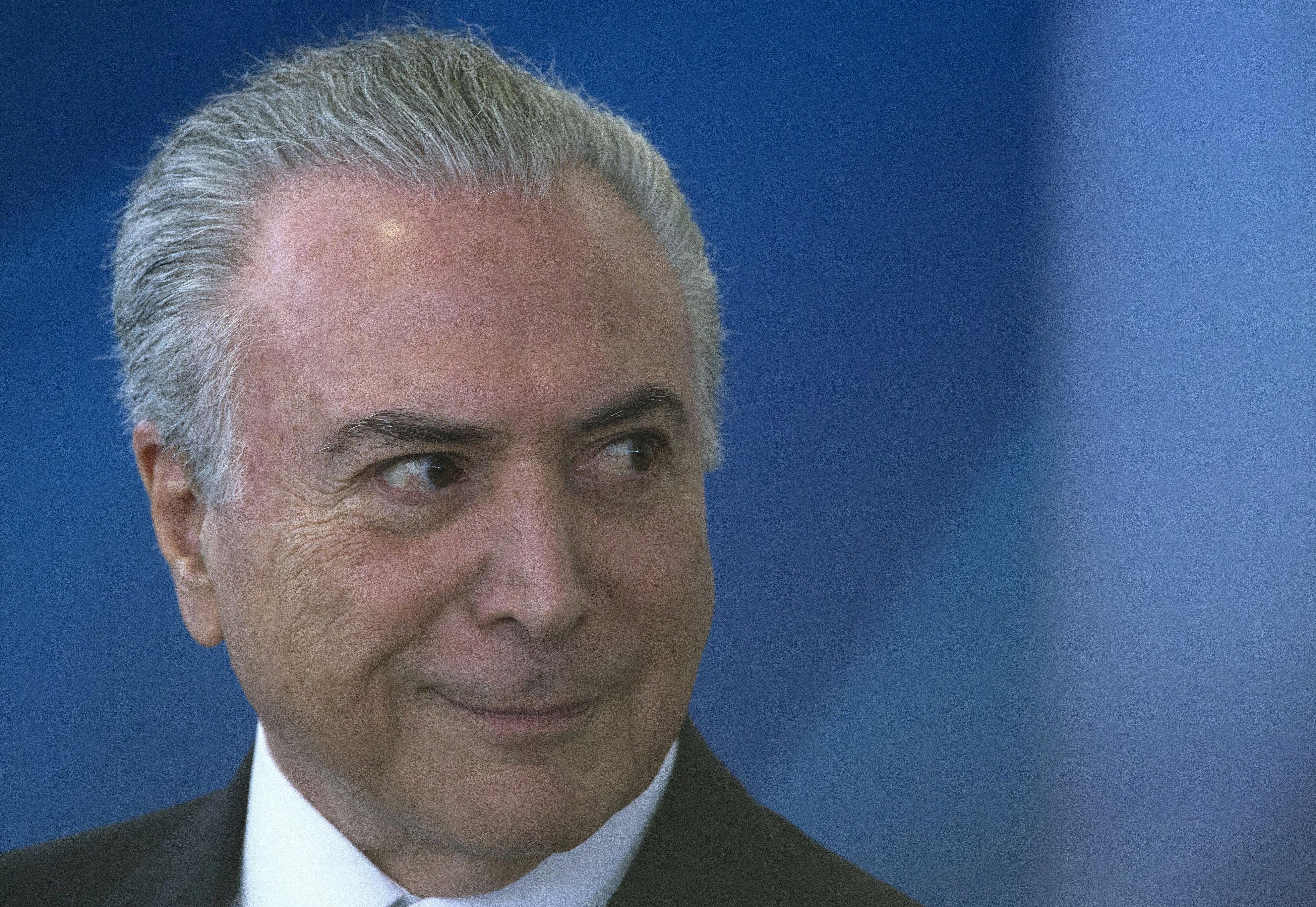 Deputados brasileiros votam hoje para possível abertura de processo contra Temer