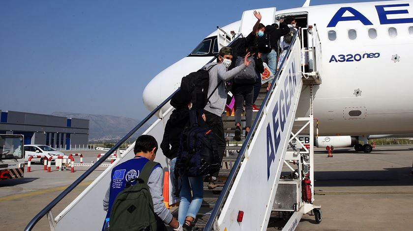 Primeiro grupo de migrantes menores já foi transportado da Grécia para o Luxemburgo