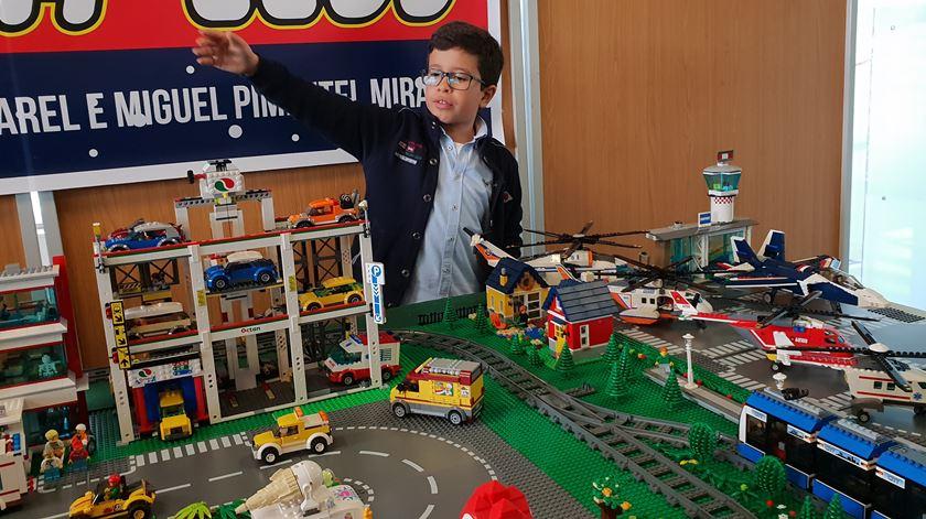 """Miguel, o """"Legoman"""", mostra """"cidade Natal"""" feita em Lego"""
