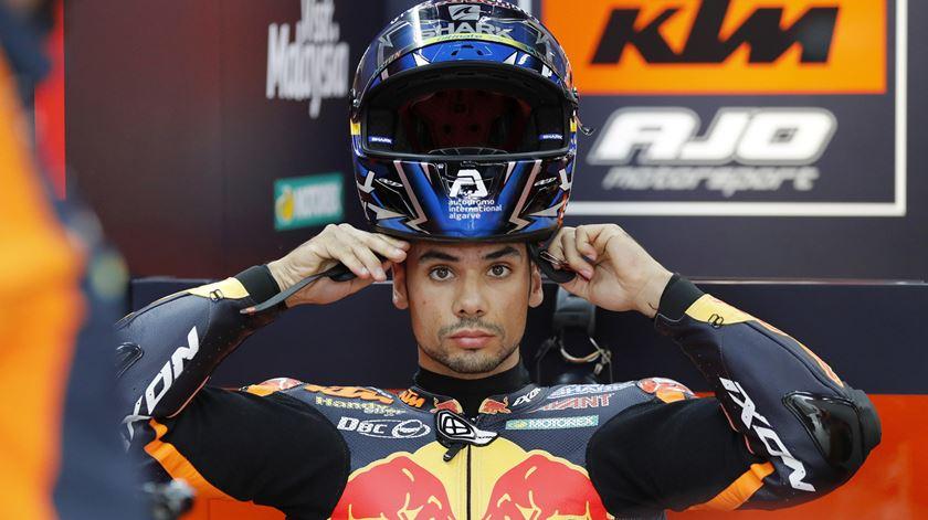 Chuva impede Miguel Oliveira de melhorar nos treinos de Moto2