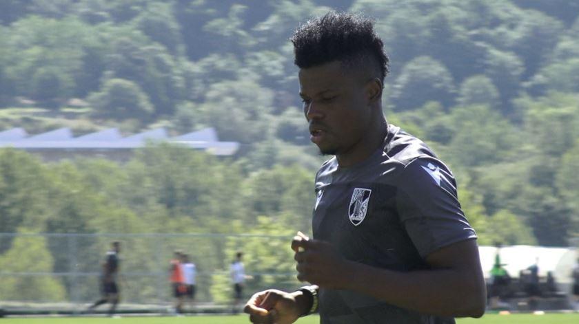 Vitória de Guimarães contrata Mikel Agu ao FC Porto