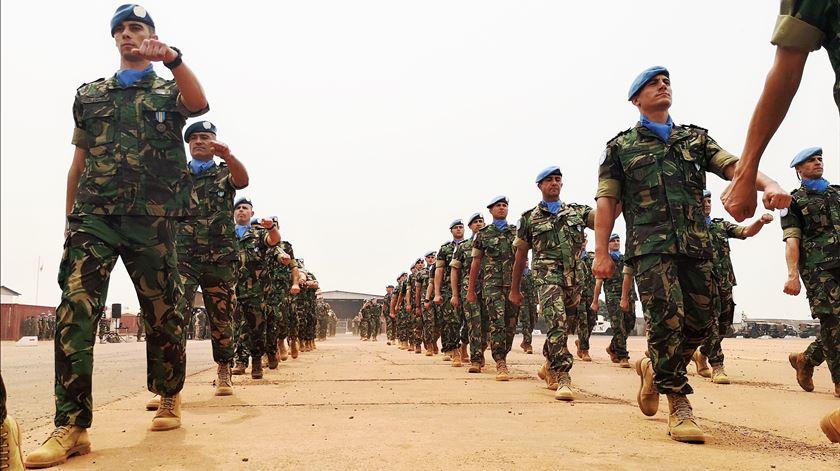 Governo promove quase cinco mil militares, a duas semanas das eleições