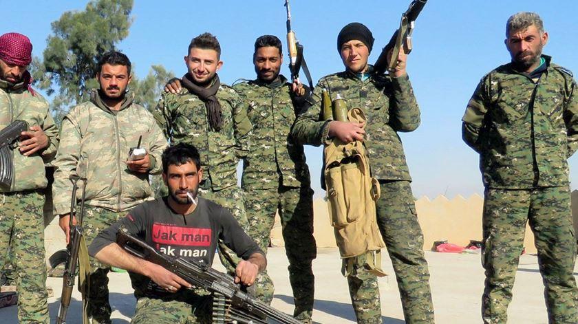Militares do Conselho Militar Siríaco, que integra as Forças Democráticas da Síria. Foto: Facebook SMC