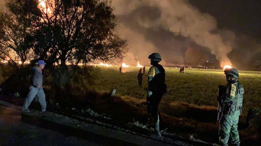 Sobe para 79 o número de mortos em explosão de oleoduto no México