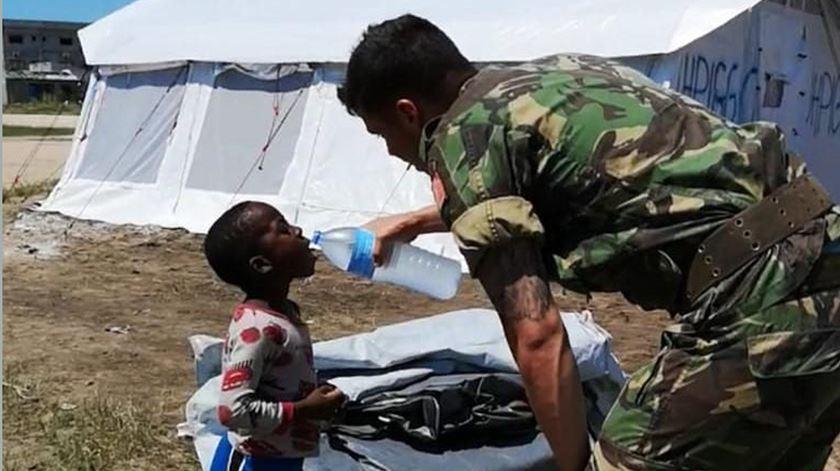 Ensinar a tratar a água e vacinar. A missão dos militares portugueses em Moçambique