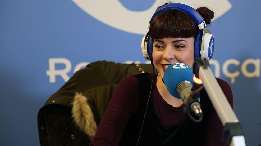 A cantora Mimi Cat antes da atuação ao vivo em estúdio
