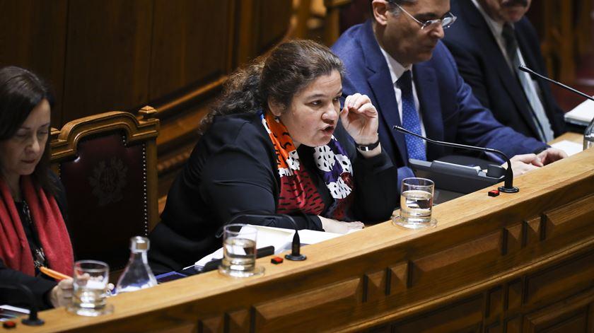 Governo admite aumentos além dos 0,3% e convoca sindicatos para nova ronda