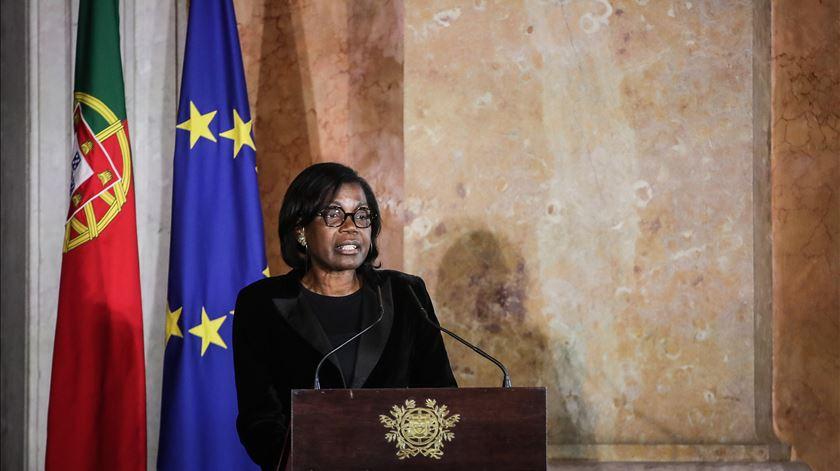 Ministra da Justiça avisa que restrições financeiras vão continuar