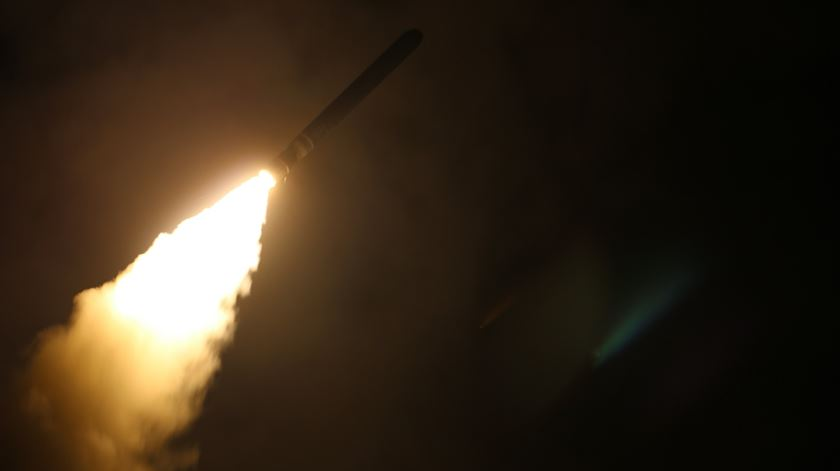 Novos mísseis lançados contra Homs. Foto: Matthew Daniels/EPA