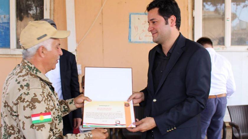 Mohammedali Taha, à direita, com um comandante dos peshmerga. Foto: Facebook de Mohammedali Taha
