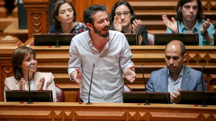 """Dividendos dividem esquerda no Parlamento. Direita acusada de """"incentivar ganância"""""""