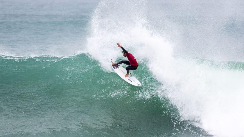 """Frederico Morais fez história no surf português, mas sonha sempre """"mais alto"""""""