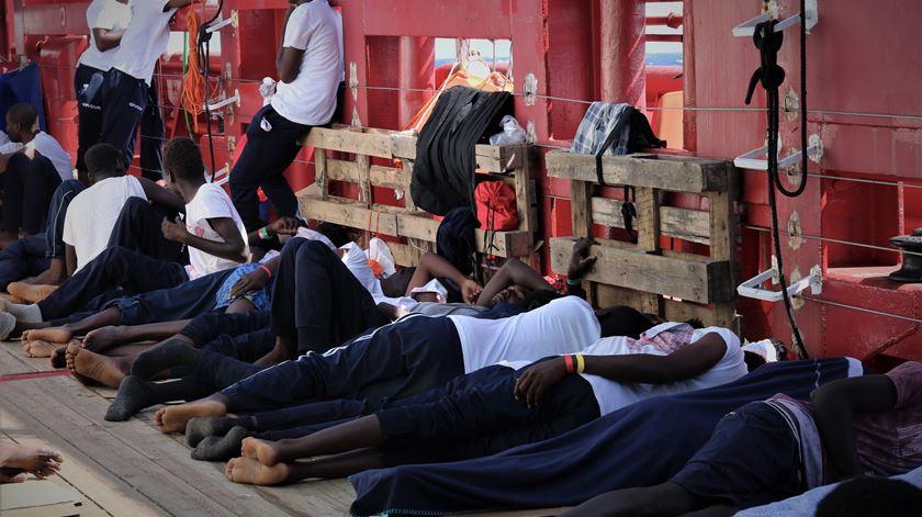 """Médicos Sem Fronteiras descrevem cenário crítico a bordo do """"Ocean Viking"""""""