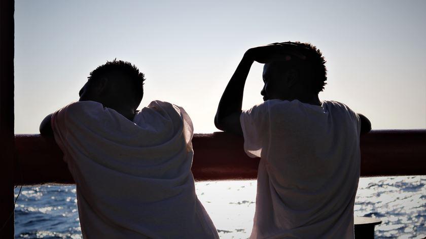 Naufrágio no Mediterrâneo faz pelo menos 46 mortos