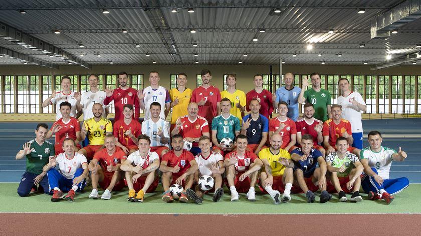 Com uma camisola de cada seleção, Rússia dá as boas-vindas ao mundo
