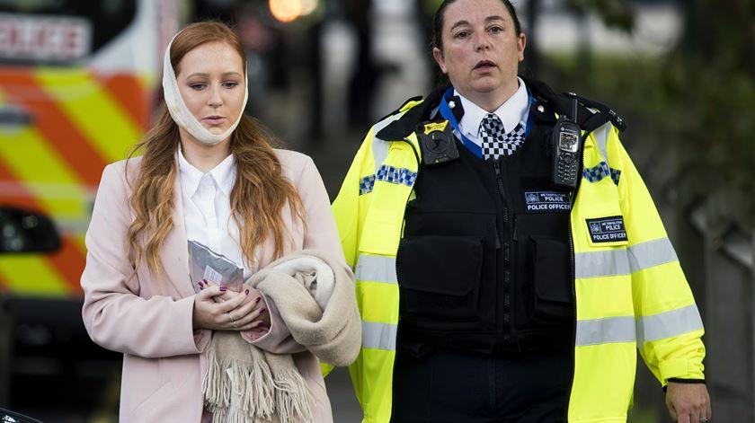 """Testemunhas descrevem pânico após explosão em Londres. """"Era cada um por si"""""""