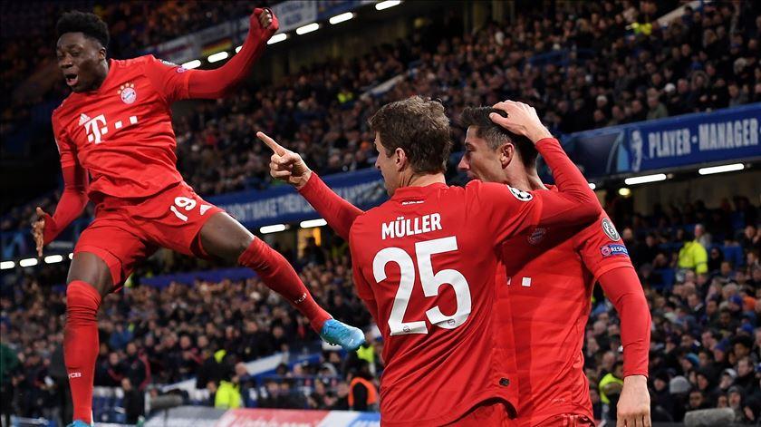 """Bayern Munique arrasa Chelsea e já vê """"quartos"""" no horizonte"""