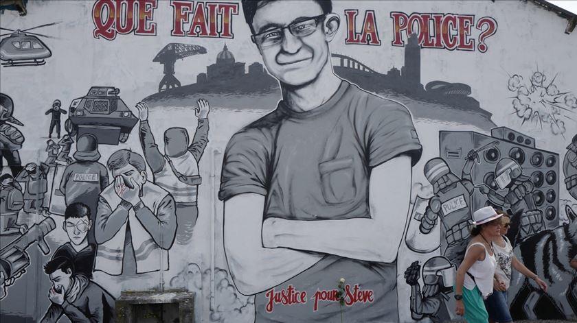 Mural de homenagem a lusodescendente. Foto: Thibault Vandermersch/EPA