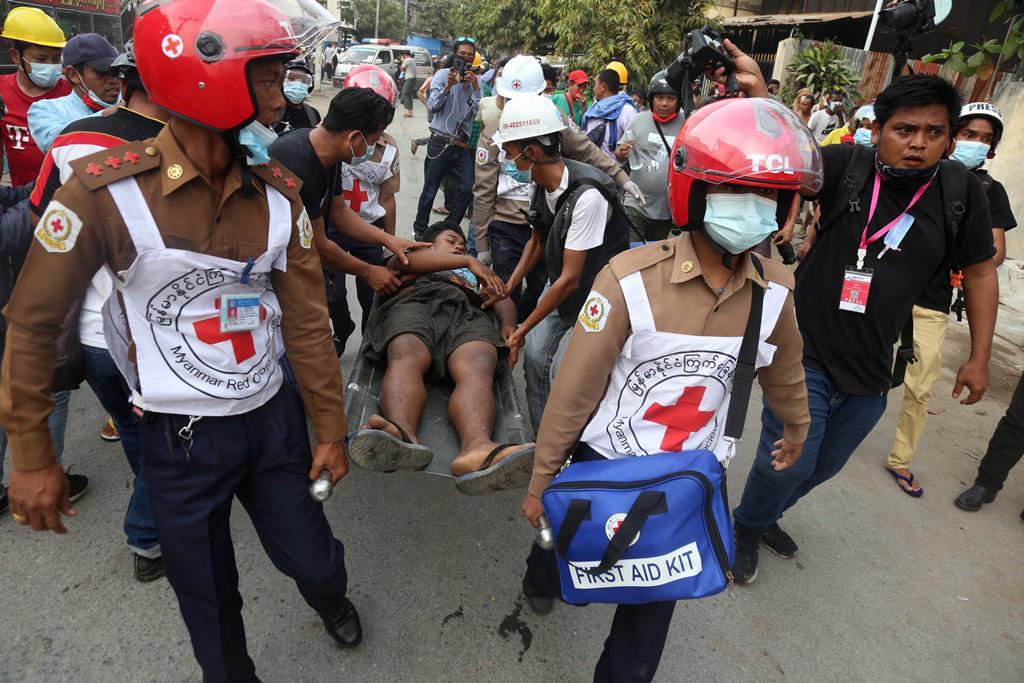 Confrontos continuam no país. Foto: Kaung Zaw Hein/EPA
