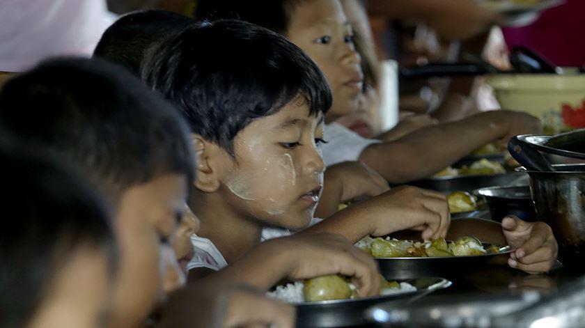 73 mil muçulmanos Rohingya já cruzaram Bangladesh — ACNUR