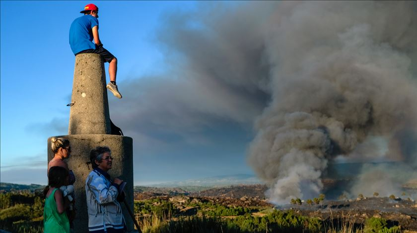 Governo prolonga período crítico de incêndios