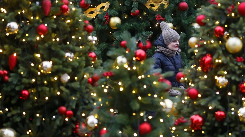 As luzes de Natal estão condenadas a entrelaçar-se
