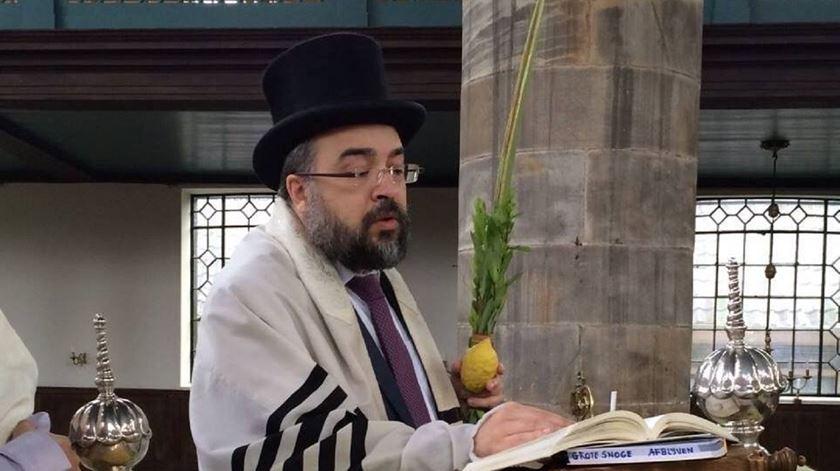 Natan Peres numa celebração na Sinagoga Portuguesa de Amesterdão. Foto: Natan Peres Facebook