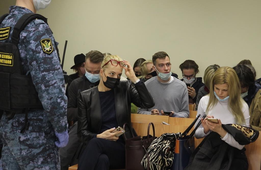 Esposa de Navalny, Yulia Navalnya, marcou presença no tribunal. Foto: EPA