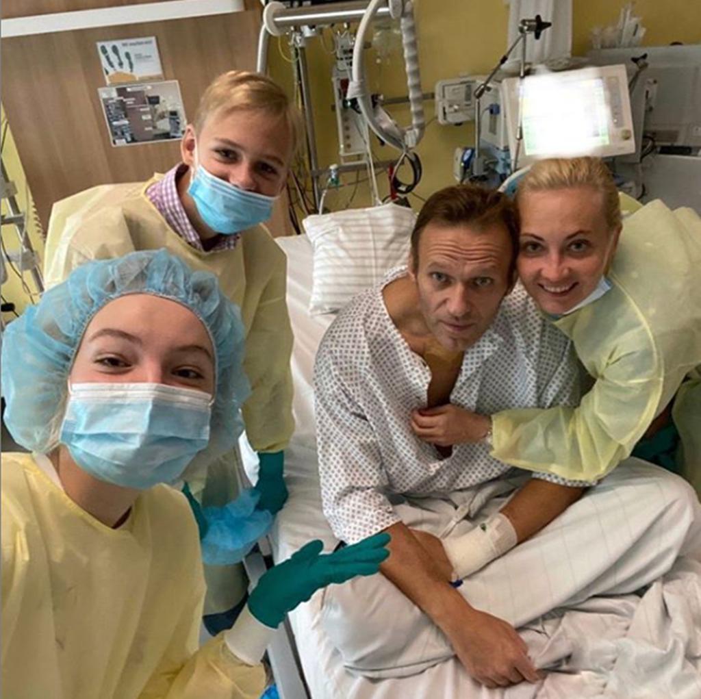Alexei Navalny no hospital em Berlim, onde recuperou de uma tentativa de assassinaato. Foto: Instagram Alexei Navalny