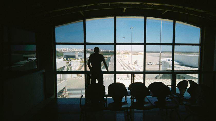 Covid-19. Cartão de localização de passageiros dos aviões passa a ser digital em outubro