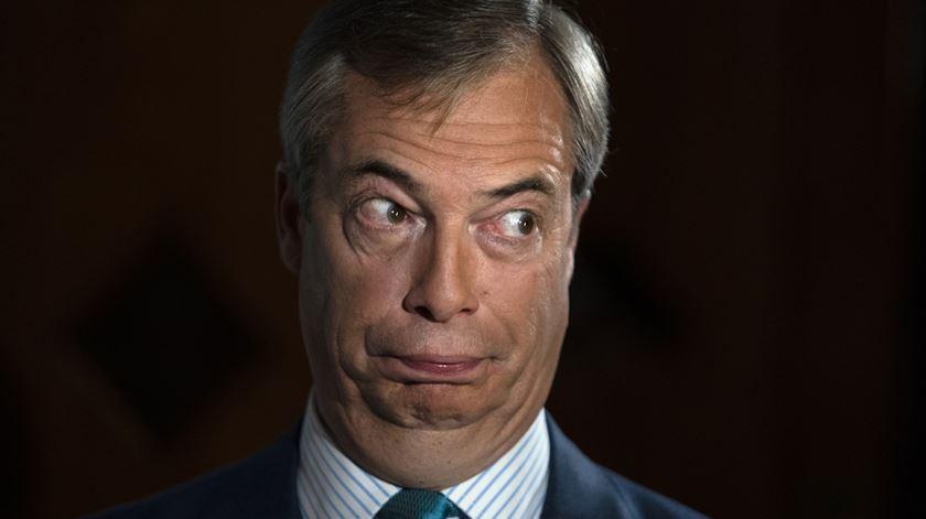 Reino Unido. Eurocético Farage não vai a eleições