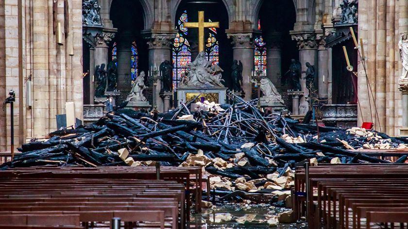 Notre Dame sem missa de Natal pela primeira vez desde a Revolução Francesa