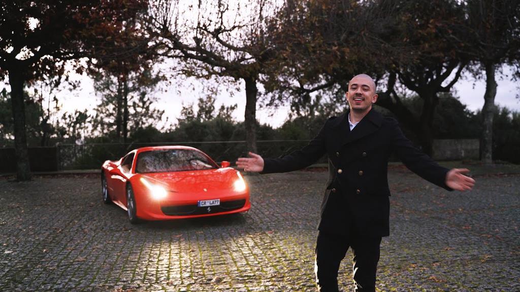 No Youtube, Numeiro exibe um estilo de vida luxuoso. Há três meses, afirmou ter comprado um Ferrari. Foto: D.R.