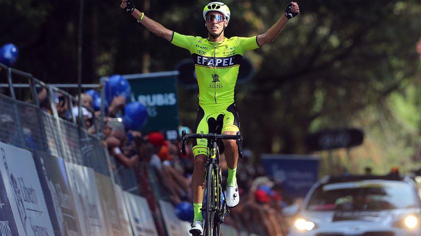 António Barbio, da Efapel, vence etapa em Santo Tirso. Foto: Nuno Veiga/Lusa