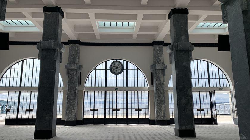 O vestibulo da Estação Sul e Sueste remodelada ainda sem as poltronas de Daciano da Costa. Foto: Ana Carrilho/ RR