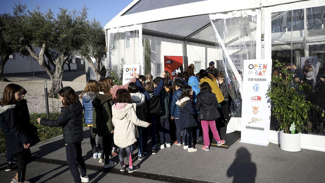 Várias escolas aproveitaram o Open Day, no Dia Mundial da Rádio, para conhecer as rádios do Grupo Renascença Multimédia. Foto: Inês Rocha/RR