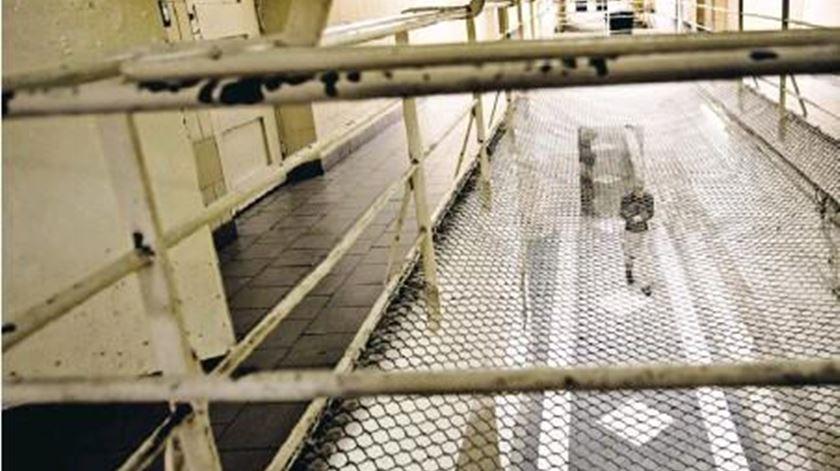 Coronavírus. PSD não defende libertação de reclusos, apenas prisão domiciliária