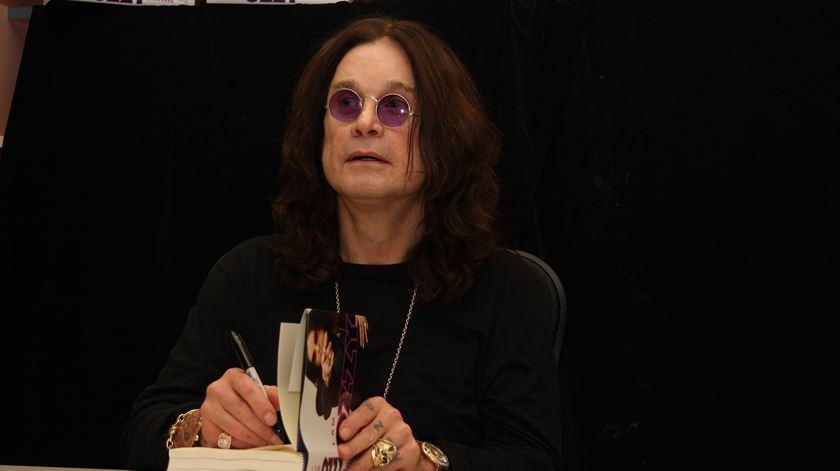"""Ozzy Osbourne revela sofrer de Parkinson. """"Tem sido muito desafiante"""""""