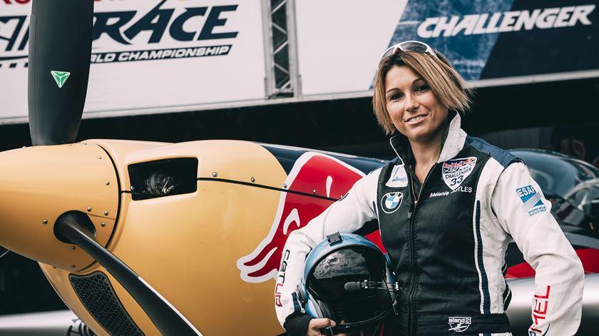 Mélanie Astres. A primeira mulher piloto da Red Bull Air Race