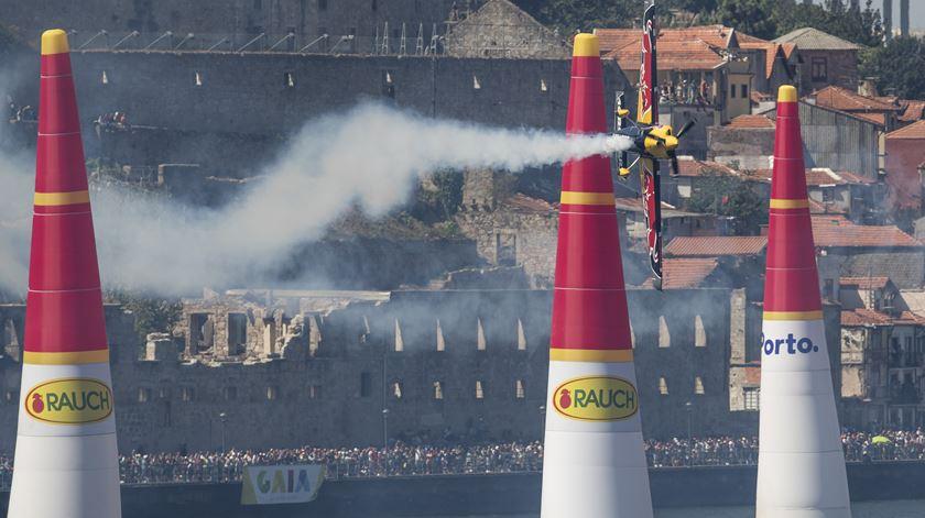 Red Bull Air Race. Sonka vence no Porto e é líder do campeonato