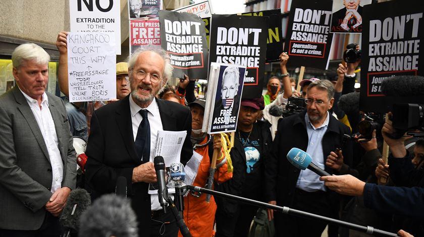 Juíza britânica só decide sobre extradição de Assange após presidenciais nos EUA