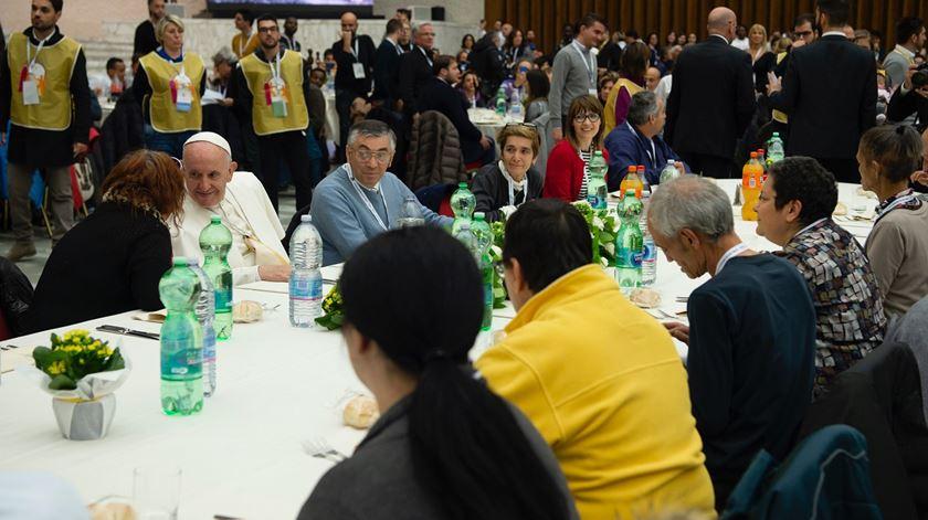 Papa almoçou com três mil pobres