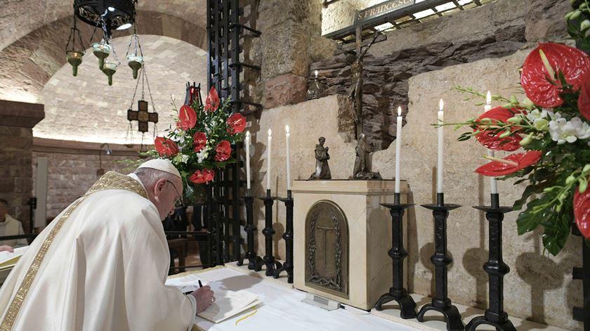 """Papa sobre encíclica. """"Retirei inspiração de São Francisco de Assis, tal como na"""