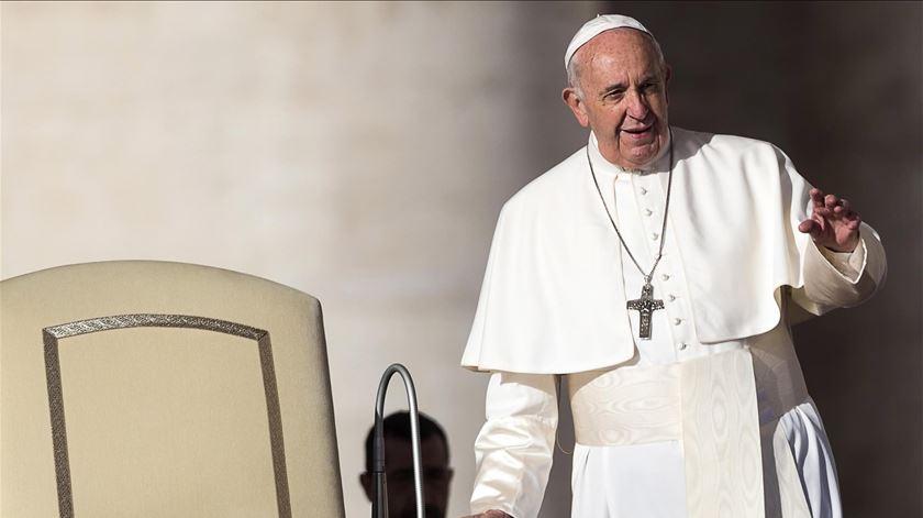 Papa fala do celibato como um dom para a Igreja, em vésperas de exortação apostólica