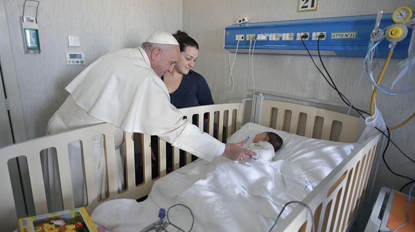 Papa recorda sofrimento de crianças nas intenções para dezembro