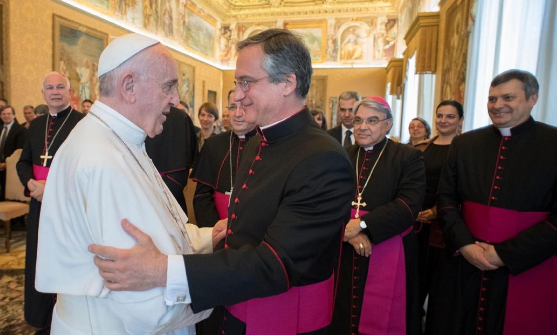 '''Ministro de Comunicação''' do Vaticano se demite após polêmica