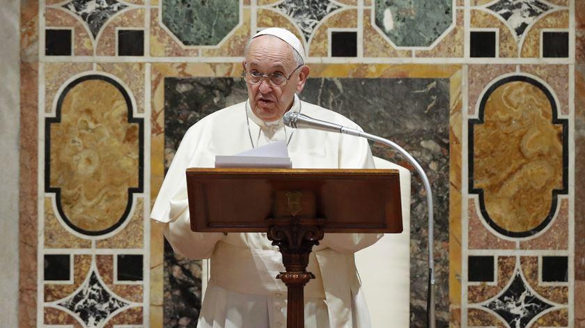 EUA/Irão. Papa preocupado apela à contenção